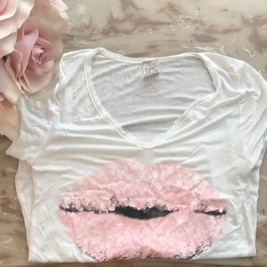 Tops - Baby pink lips white T